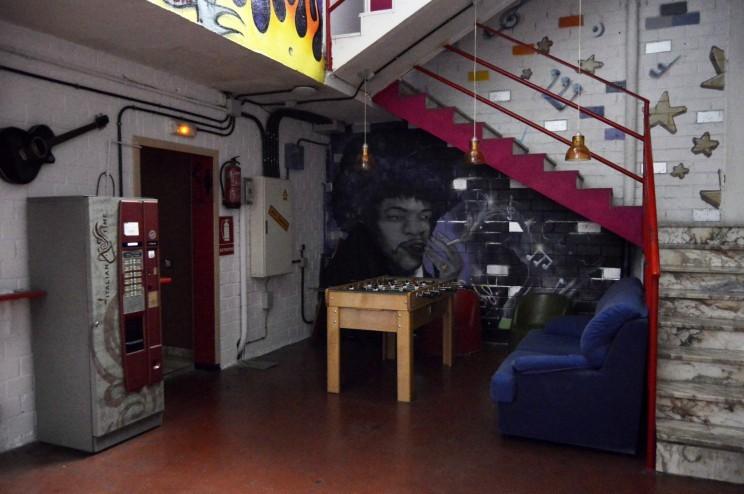 Nave de locales de ensayo sur music studio for Locales de ensayo valencia